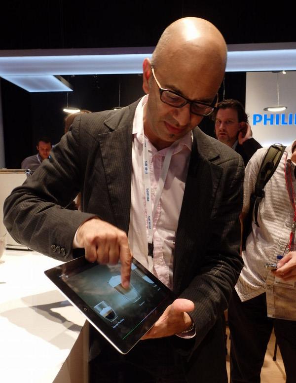 ホームクッカー同様、タブレットとWi-Fiでつなぎ、さまざまなメニュー設定ができる