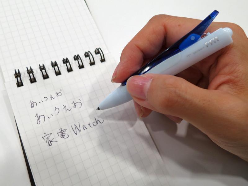 普通のボールペンと同じくらいの太さなので、握りやすい