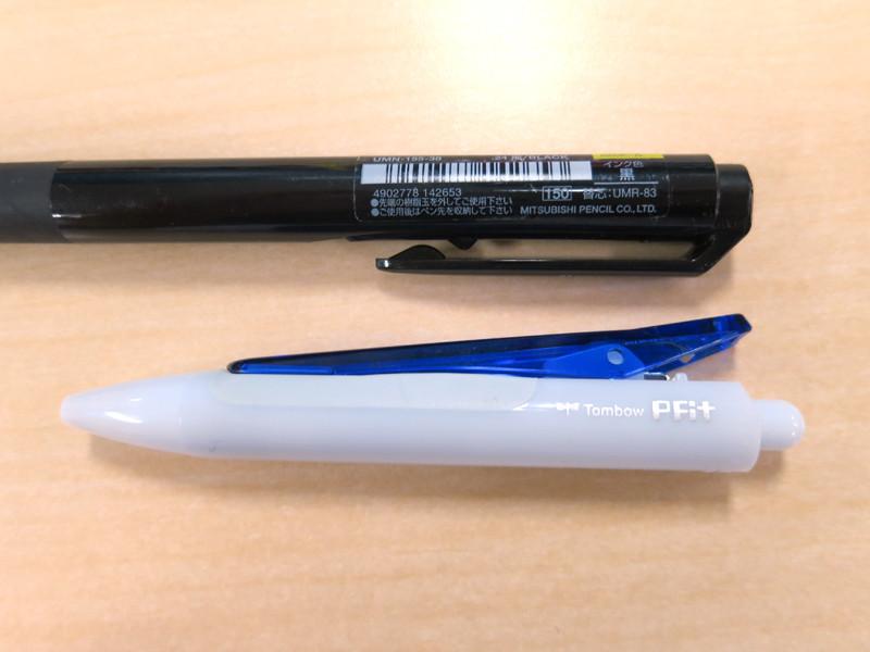 上が普通のボールペン、下がPFitのクリップ。その大きさがわかるだろう