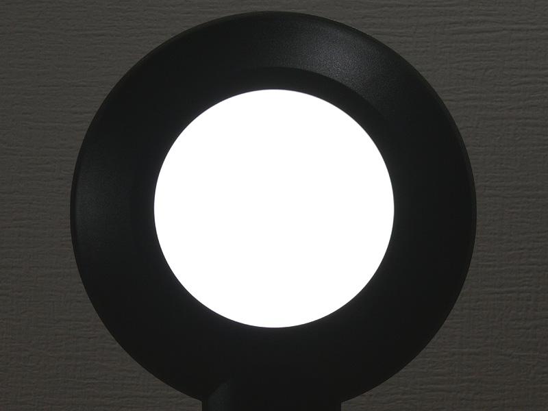 26個のLEDが導光板で1つにまとまる。光源部の直径は76mm
