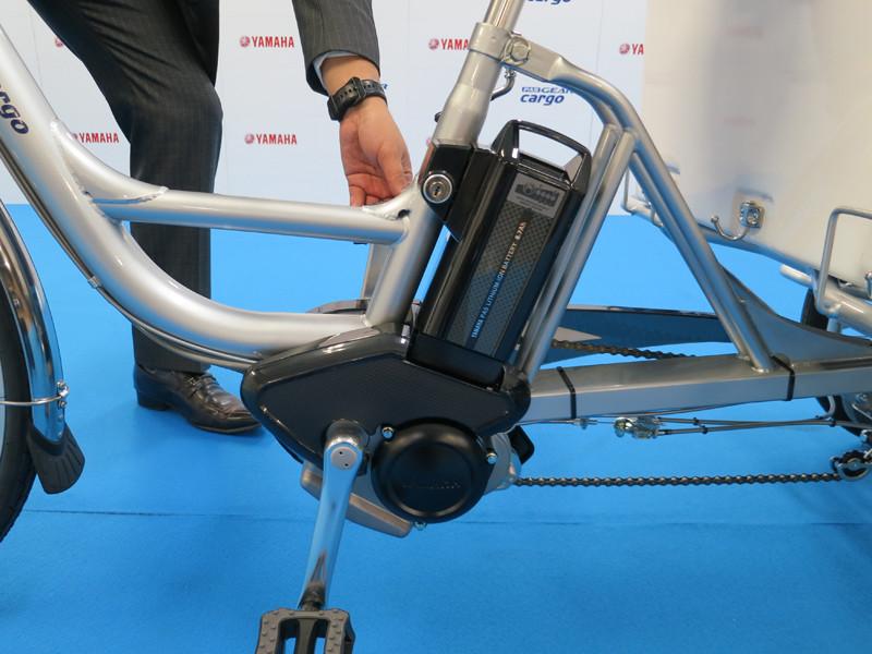 電源は8.7Ahのリチウムイオン電池。一般向けの電動アシスト自転車用と同じものを採用する