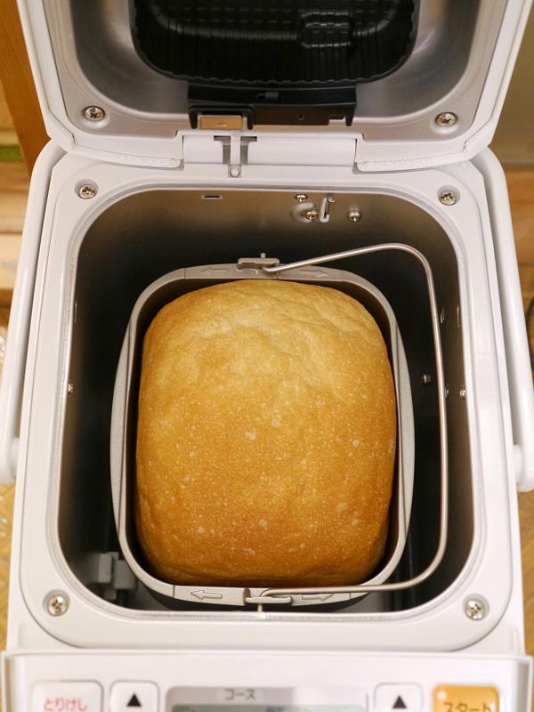 できあがりを知らせるメロディがなったらふたを開けてパンケースを取り出す