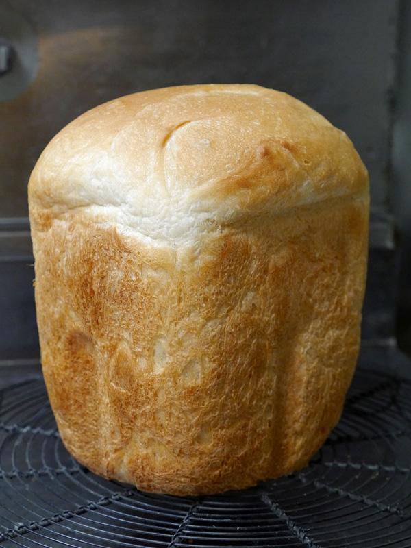 ドライイーストの少なさを発酵時間でカバー。かなり立派な食パンになった