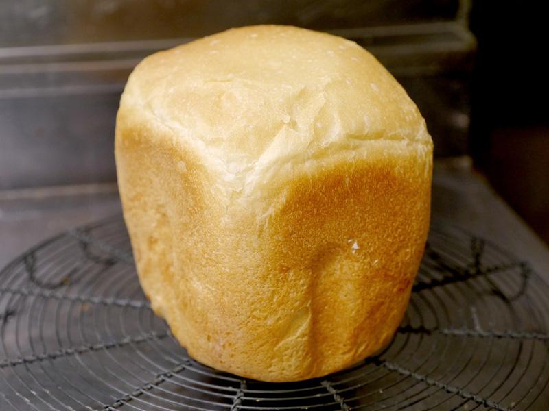 砂糖、バターが2杯ずつで、ロールパン並のリッチさで、出来たてでも皮がとても柔らかいのが分かる