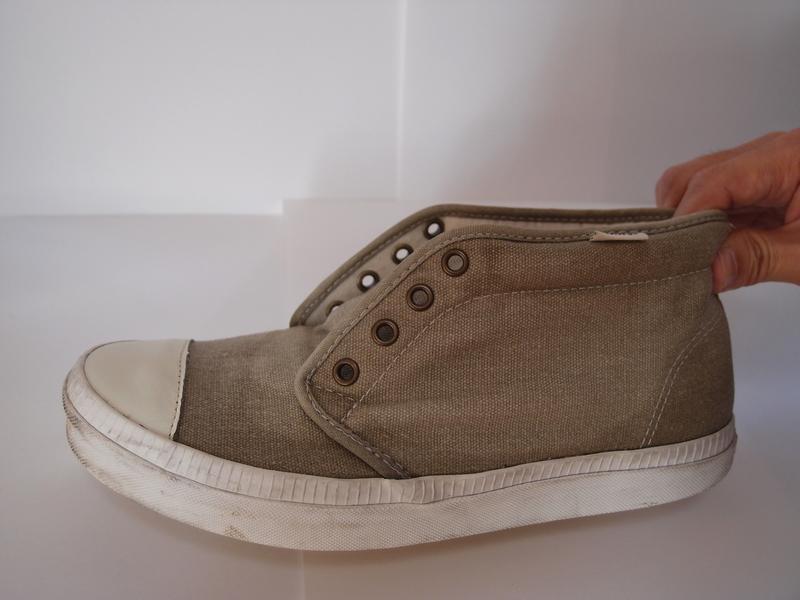 洗った後の靴。短時間の作業だったが、思っていたよりもきれいになった