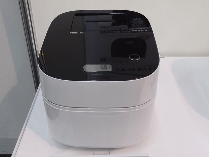 東芝「一品削り出し本丸釜」RC-10VWG。yodobashi.comでの実売価格は117,500円