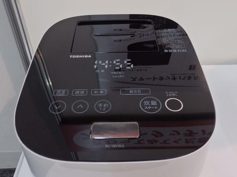 2013年モデルでは「スマートタッチパネル」を採用。必要な情報だけが浮かび上がる仕様になっている