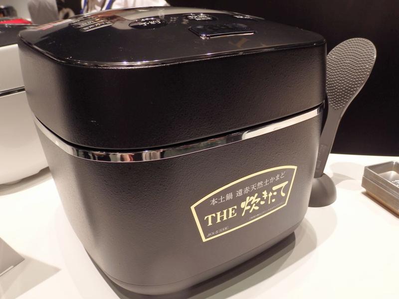 タイガー魔法瓶「本土鍋 遠赤天然土かまど THE炊きたて」JKX-S100。yodobashi.comでの実売価格は10,800円