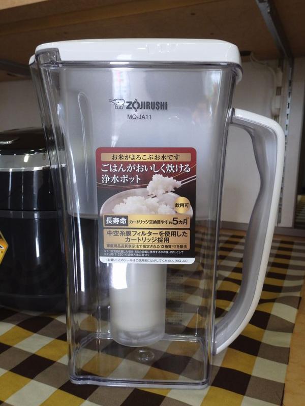 三菱レーヨンクリンスイと共同開発された「ごはんがおいしく炊ける浄水ポット」(別売)