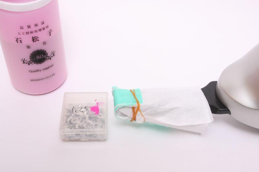 実験はこのようにして行った。ハンディ掃除機にフィルターを被せ、擬似花粉を吸い込む