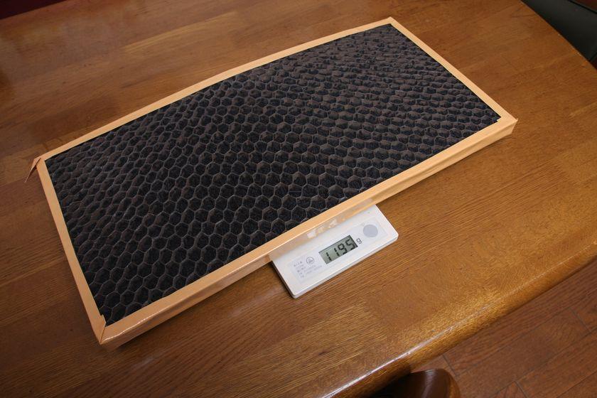 重さはなんと1.2kg! 別売ながらかなりの消臭効果が期待できそうだ