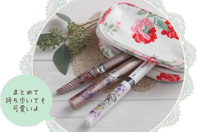 くみっきーさんがデコデザインを施した美容家電3種類。いずれの製品も持ち運んで使えるスティックタイプ