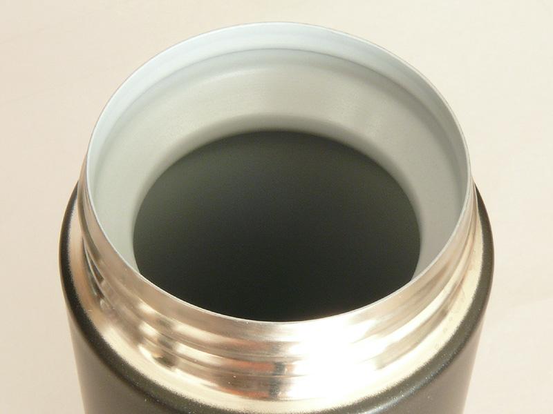 マグの内側は「内面フッ素コート」が施されている。茶しぶやニオイが残りにくく、洗いやすい