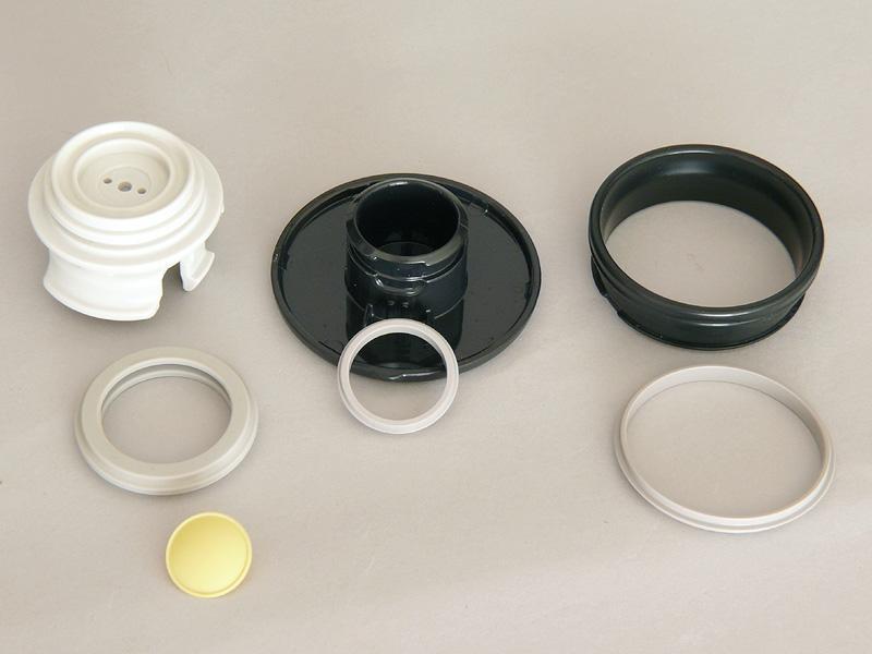 栓、栓キャップ、飲み口のパッキンも簡単にはずせるので、徹底してキレイにできる