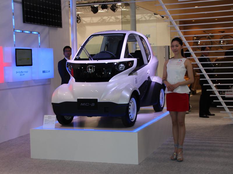 会場では超小型EV「MC-B」が展示されていた