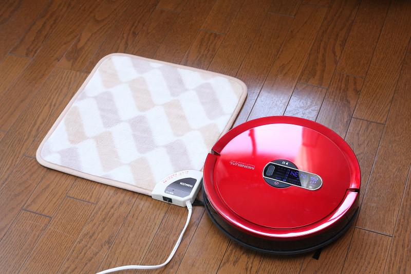 モップモードではフローリングに敷かれたカーペットを避けて通る。小さな電子カーペットもキチンと避けて、引っかからない