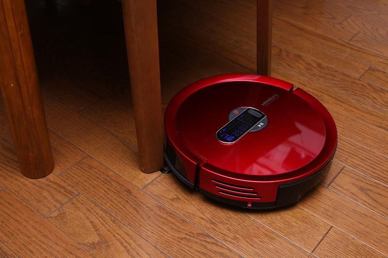 バンパーセンサーは軽く、イスなどの足軽い家具に当たっても引きずることもなく、衝撃音カツン! というだけで小さい