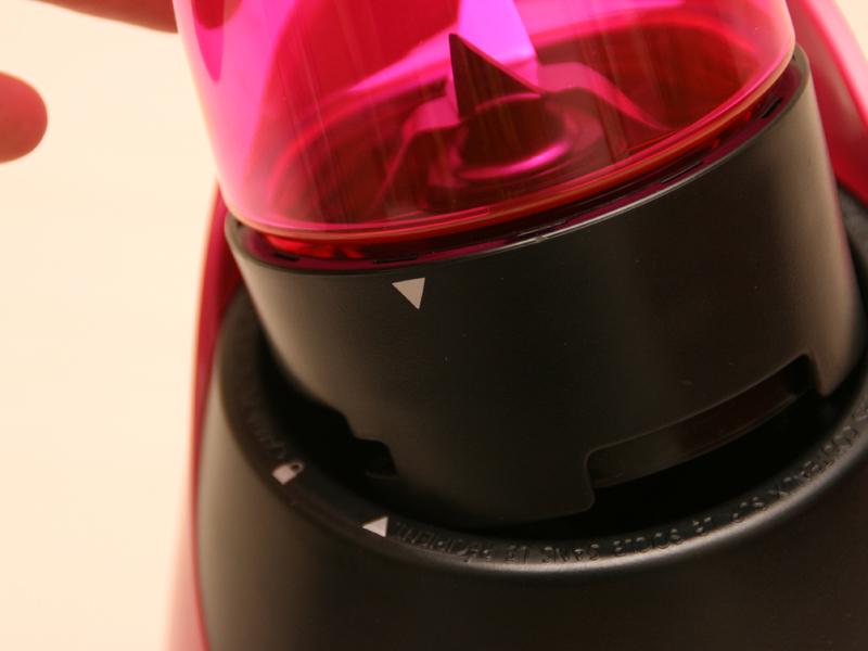 ボトルと本体の矢印の位置を合わせる