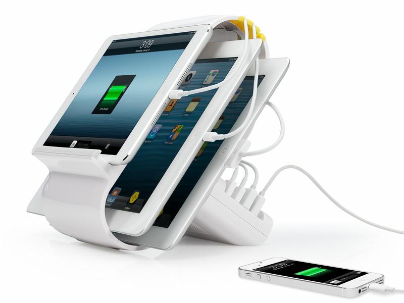 4台のデバイスを接続してもケーブルが絡まないデザインとなっている