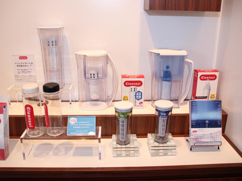 店内では同社の家庭用浄水ポッドなども展示、販売する