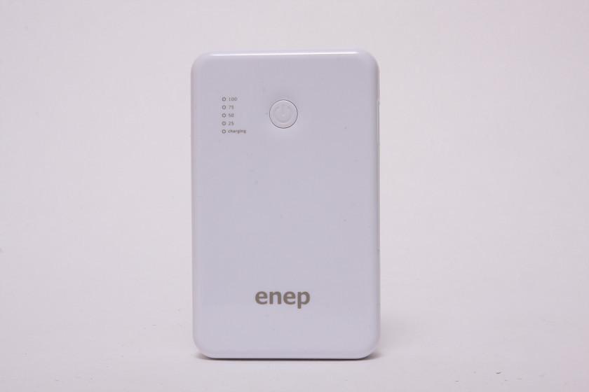 天面には、電源ボタンと、その横にバッテリー残量計がある