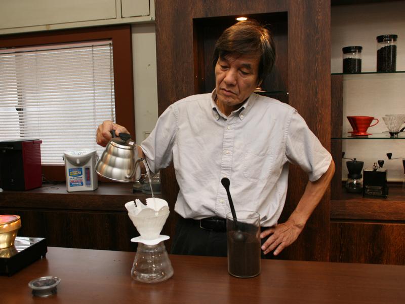 村上さん自らコーヒーを淹れてくれた