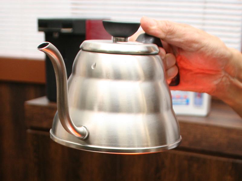コーヒーをドリップするのに最適な形状を採用したケトル「V60ドリップケトル」
