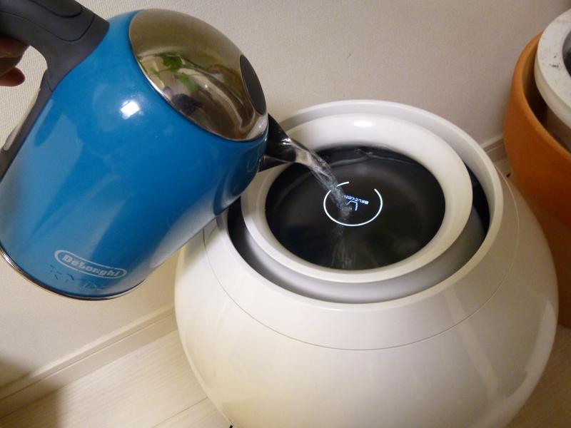 電気ケトルで水をあげると満水まで何度も往復しなければならない