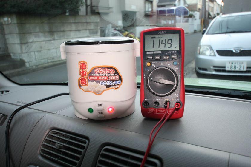 消費電力が多い炊飯状態は、炊き始めで11.49Vまで下がる。炊飯中の30分間エンジンをかけないでいると、電圧は徐々に下がっていく