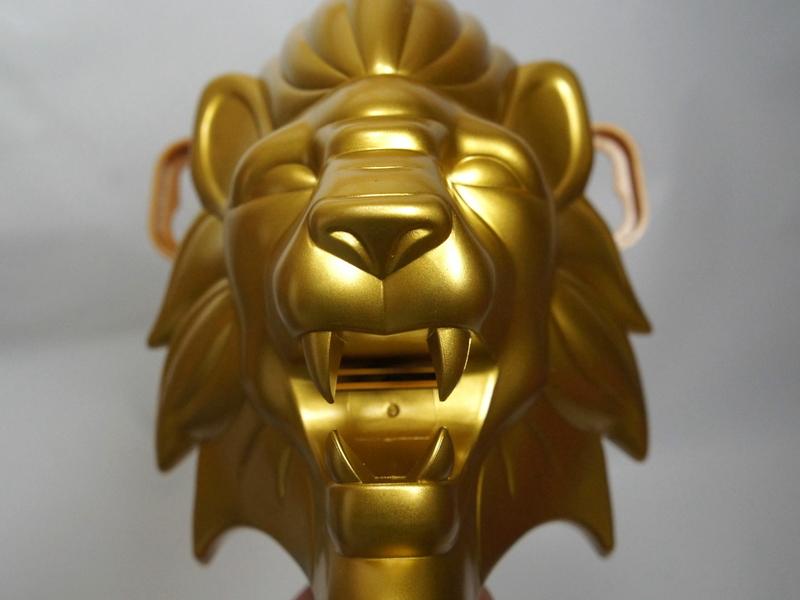 ゴージャスなライオンの顔。口の奥からお湯が出てくる