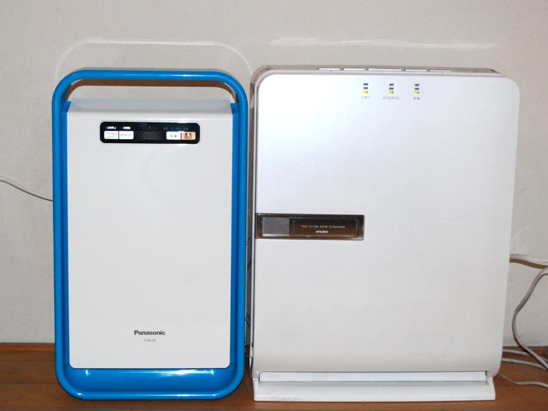 右にある一般的な空気清浄機に比べるとスリムだ