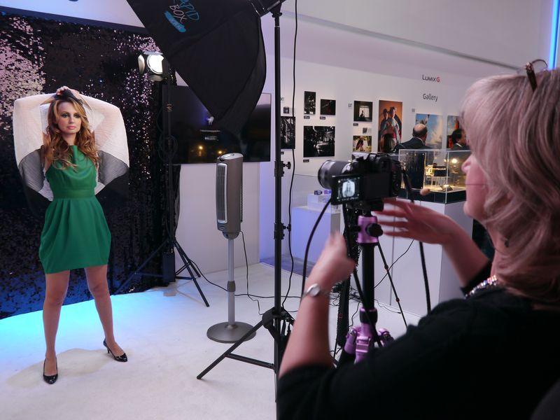 LUMIXコーナーでは、モデルとカメラマンによる撮影会が行なわれた