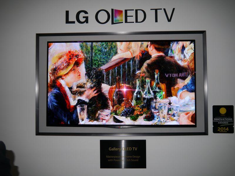 有機ELテレビの下に額縁のようなデザインを施しスピーカーを内蔵。「Gallery OLED TV」として展示
