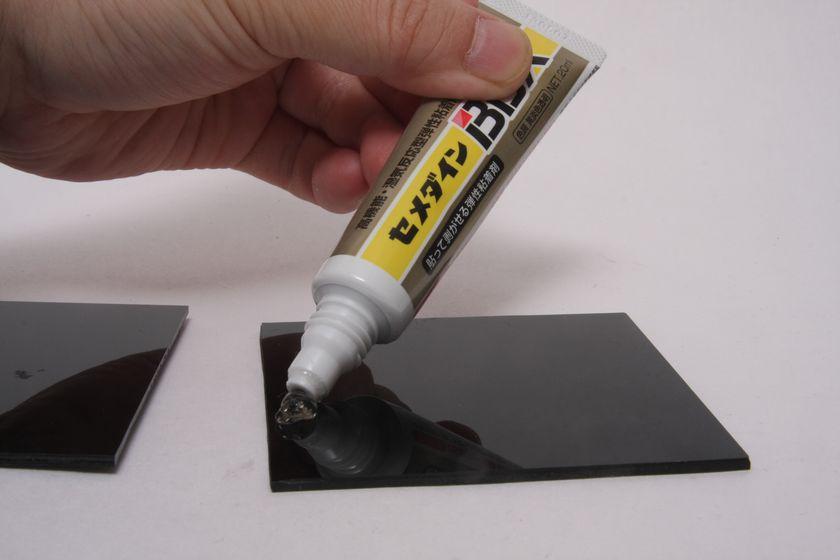 1)接着面にまんべんなくセメダインBBXを塗る