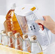 冷蔵庫のドアポケットに収まるスリムサイズ