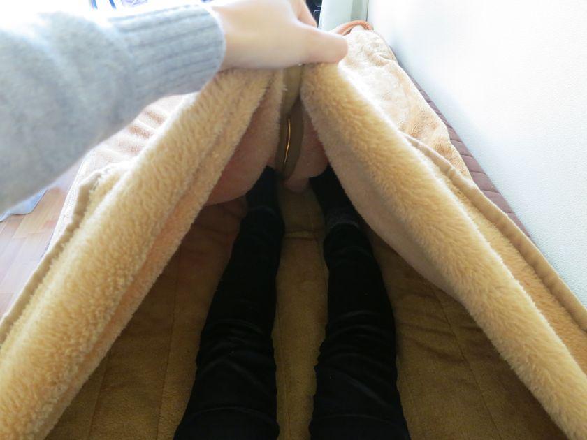 掛け毛布と敷きパッドは一体化していて、寝袋感覚で使える