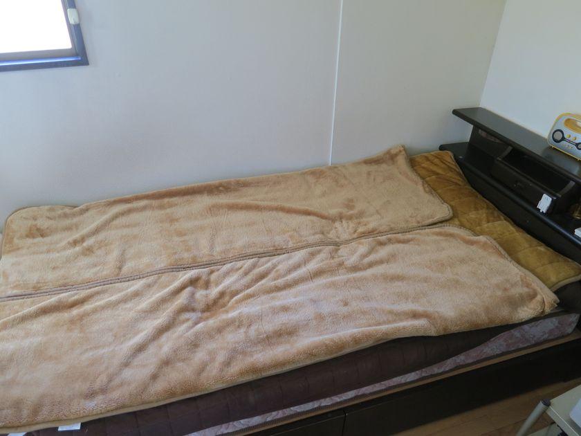 敷きパッドに掛毛布が一体化した寝具だ
