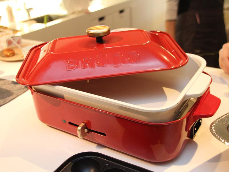 別売りでパエリアやシチューなども作れる「セラミックコート鍋」も用意される