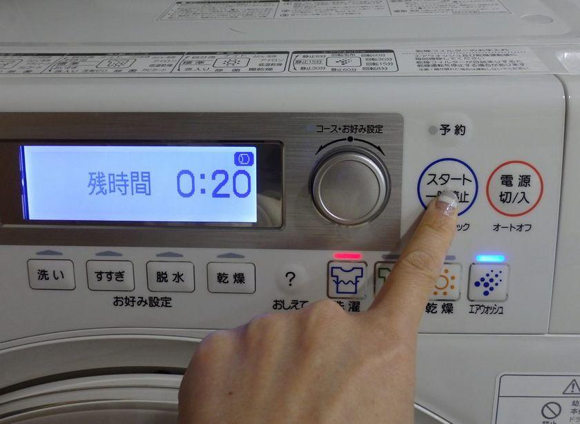 洗濯物を取り出したら、扉を閉めてスタートボタンを押すと自動おそうじ運転が始まる