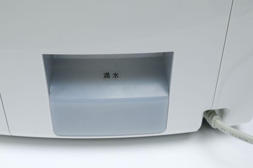 タンクの満水位置を示す印。操作部あたりに給水ランプがあると分かりやすい