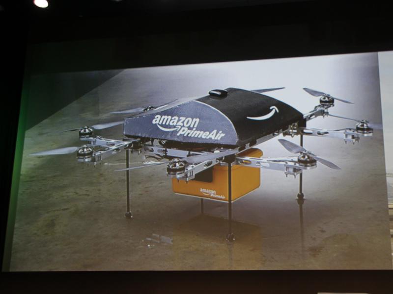 Amazonが開発を進めている荷物を届けるためのヘリコプター型ロボット