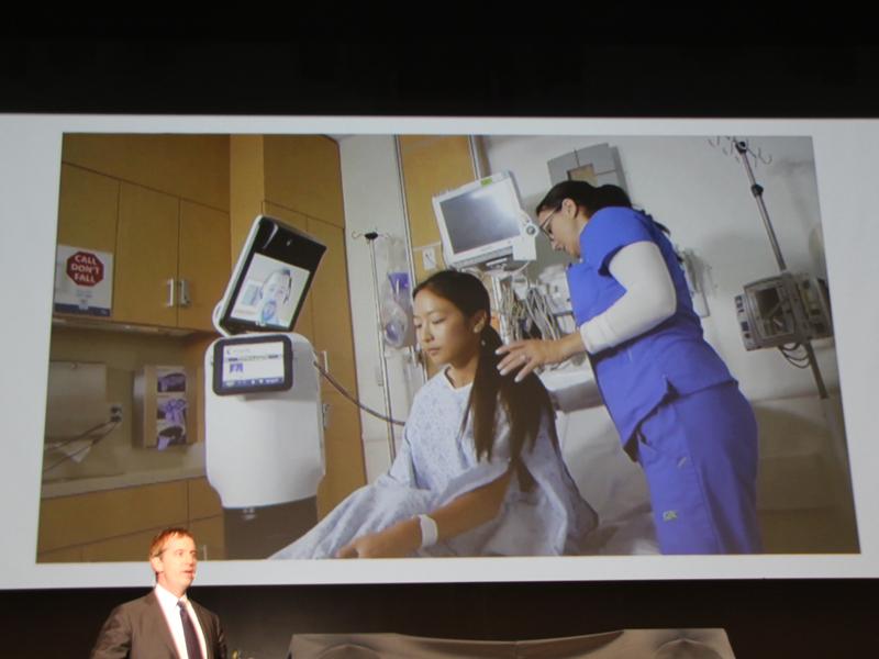 離れた場所からも患者の診察ができるロボット