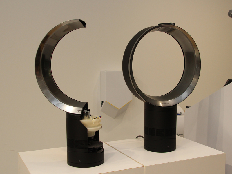 AM06 テーブルファン(右)とカットモデル(左)