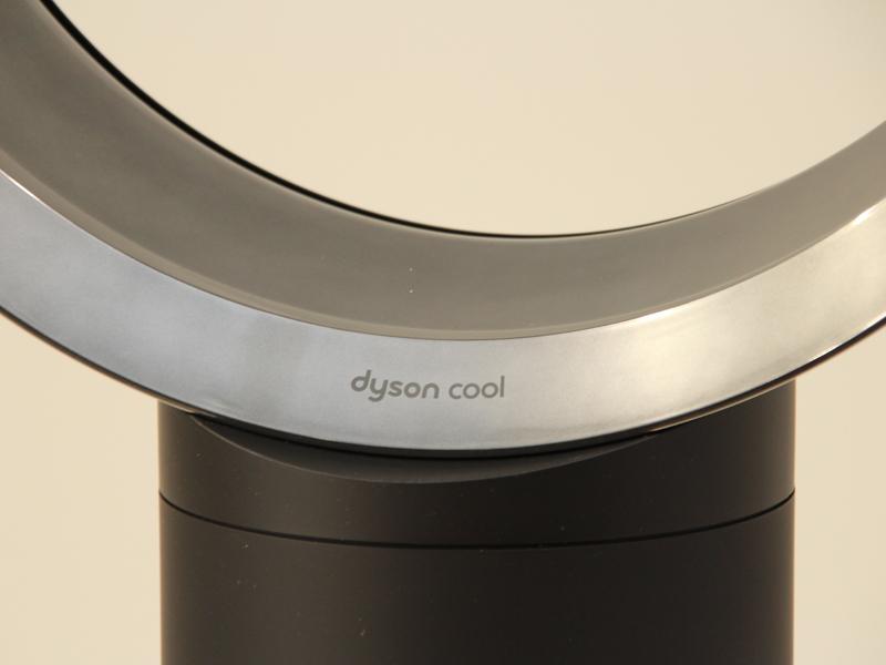 円形部分には、dyson coolというロゴが入る