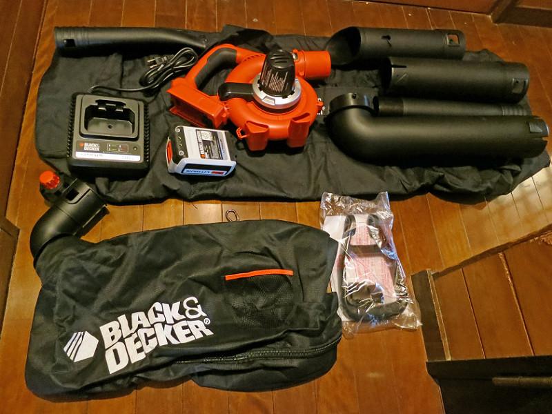 セット一式には、本体とパイプ2本、収納バッグ、ダストバッグ、充電器、充電台が含まれる