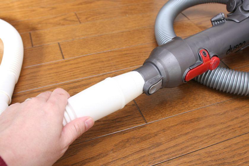 4)ホースを掃除機に取り付ける