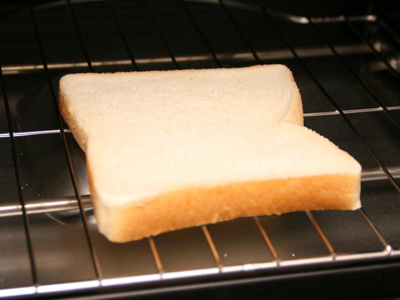 冷凍トーストもコンベクションオーブンで焼く