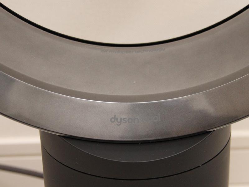 「dyson cool」というロゴが控えめに配置される