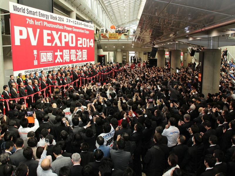 国内最大の太陽光発電に関する展示会、「PV EXPO 2014(太陽電池展)」。会場は多くの人で賑わっていた