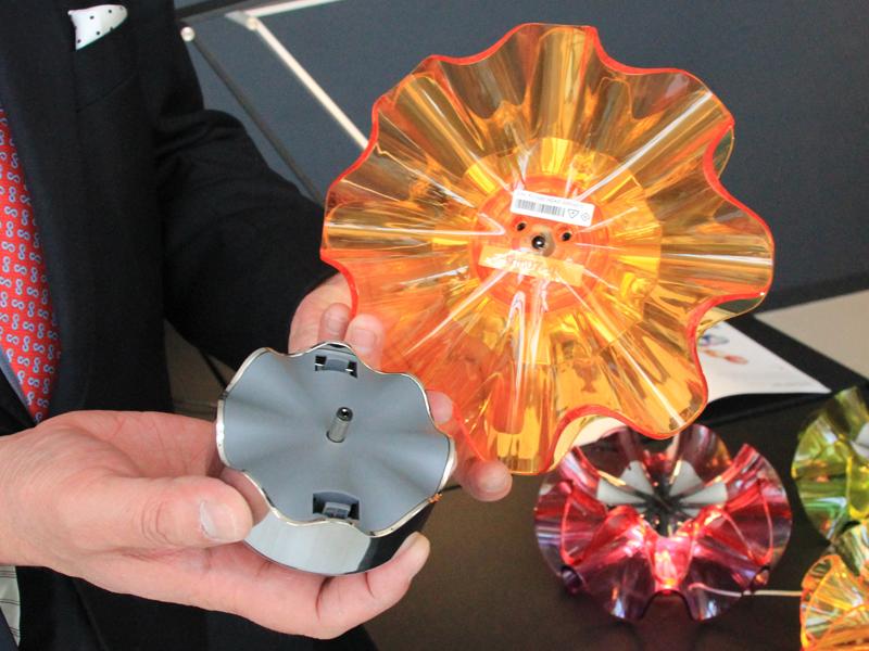 電源は単三形乾電池3本を使用する
